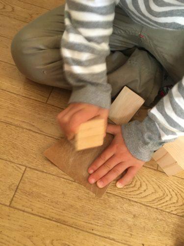子供と積み木をつくる